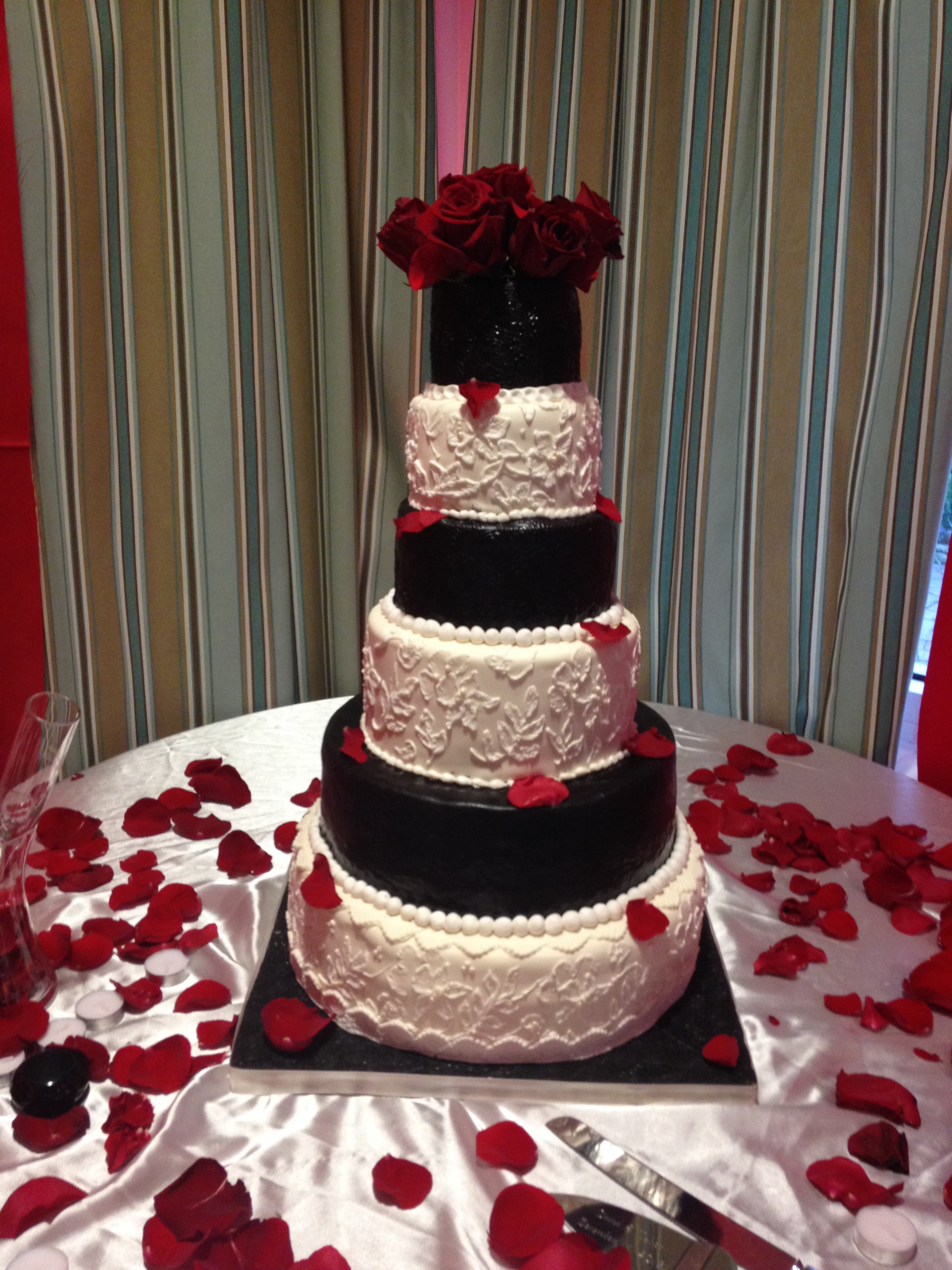 Wedding Black And White Fondant Cake